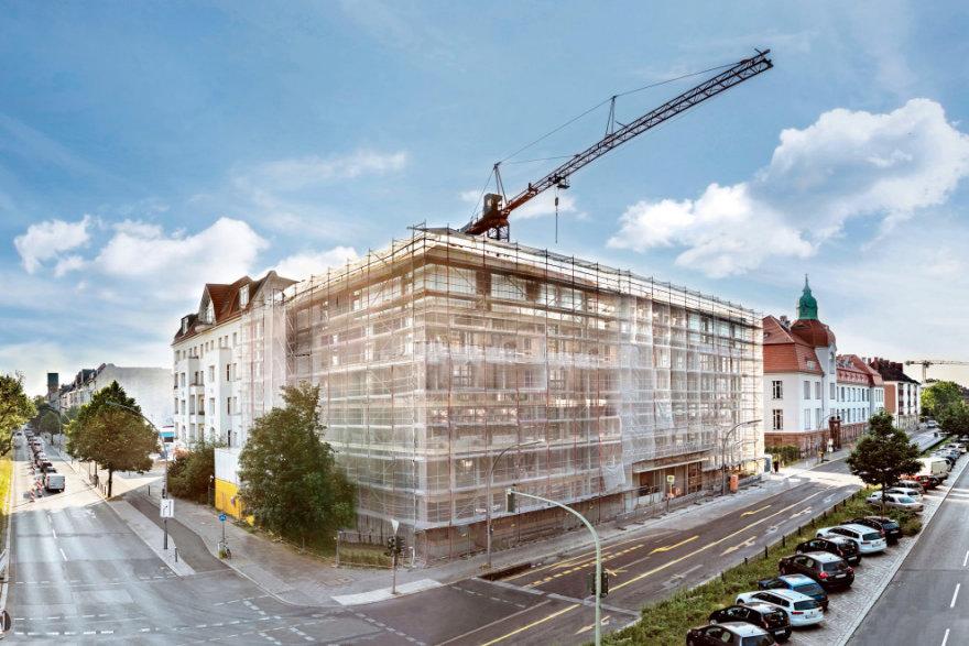 Fassade vom Neubau der Studentenwohnungen in der Amrumer Straße hinter Gerüst