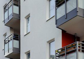 Fassade eines Modernisierungsprojekts im Bottroper Weg in Berlin