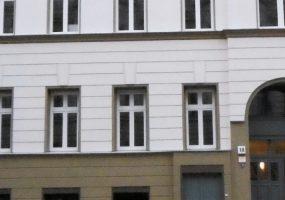 Fassade eines Modernisierungsprojekts in der Kurfürstenstraße in Berlin
