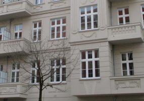 Fassade eines Modernisierungsprojekts in der Naugarderstraße in Berlin