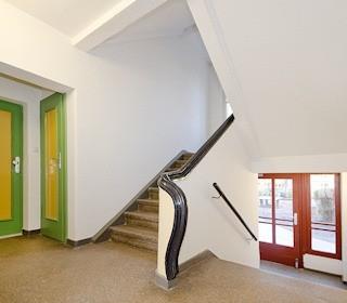 Frisch sanierte Treppenhäuser