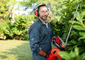 Gärtner als Symbol für die Dienstleistungen der Gewobag