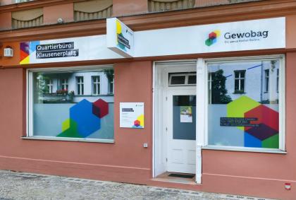 Eingang vom Quartierbüro der Gewobag am Klausenerplatz