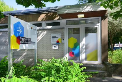 Eingang vom Quartierbüro der Gewobag in der Paul-Hertz-Siedlung