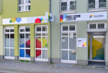 Eingang vom Quartierbüro der Gewobag in Spandau