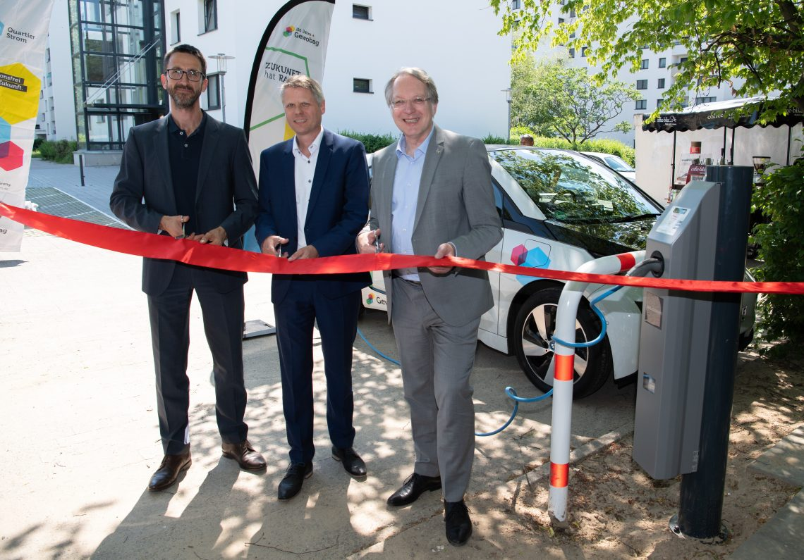 Die neuen Ladepunkte für Elektrofahrzeuge im Wohnpark Mariendorf werden eröffnet