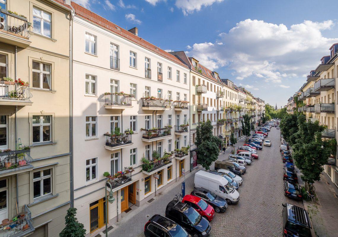 Blick auf Straße bei der Referenzen der Gewobag in der Schliemannstraße