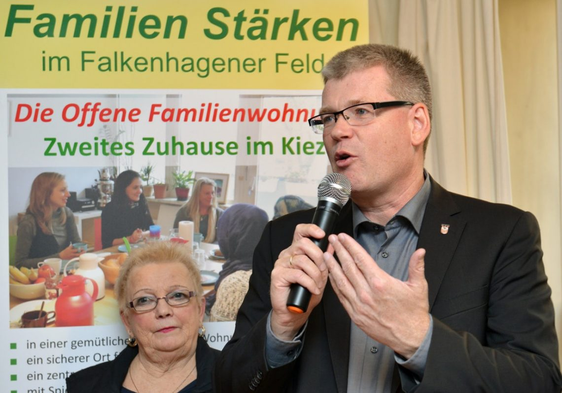 Helmut Kleebank weiht offene Familienwohnung ein