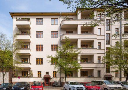 Vordere Hausansicht Neubau Kuglerstraße 23.