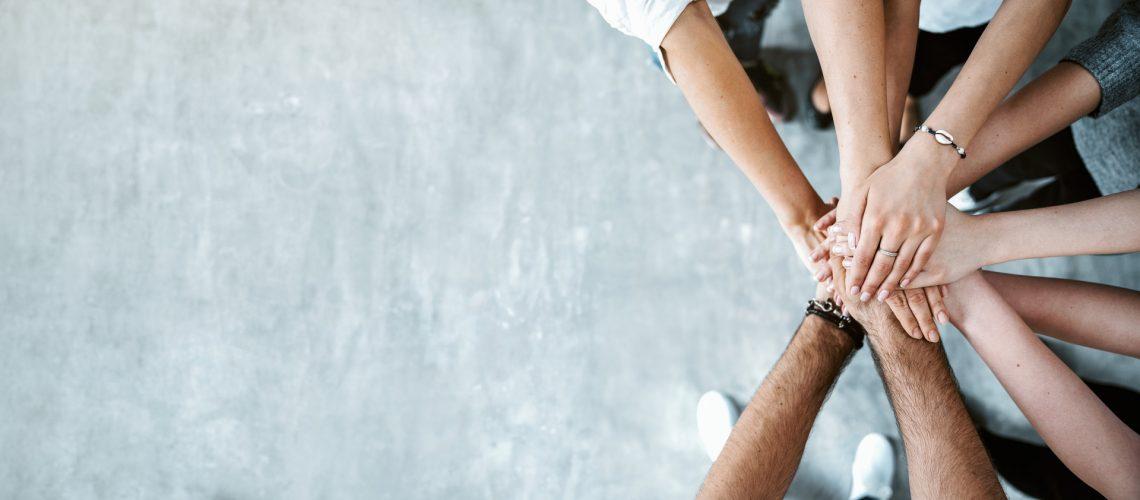 Durch Handschlag verbundene Partnerschaften