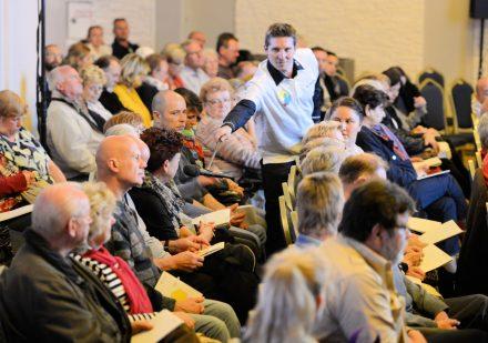Auf Mieterversammlungen informiert die Gewobag die Bewohner über Neuigkeiten und sorgt für regen Austausch zu aktuellen Themen, wie geplanten Unterkünften für Geflüchtete.