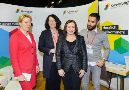 Bürgermeisterin Neuöllns mit Dilek Kolak und Mitarbeitern der Gewobag