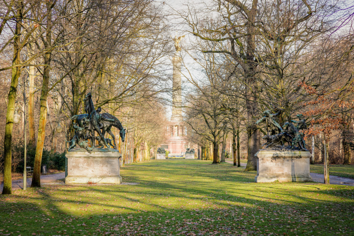 Berliner Tiergarten mit Siegessäule.