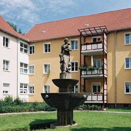 Statue im Hinterhof in Reinickendorf