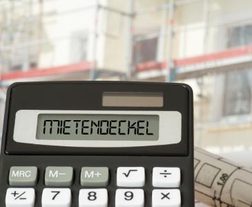 """Taschenrechner mit dem Schriftzug """"Mietendeckel"""""""