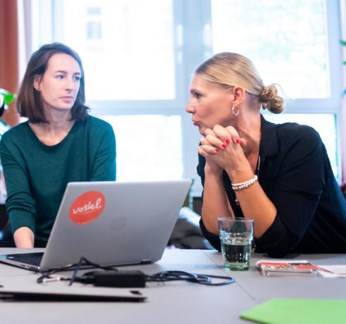 Frauen bei ihrem ehrenamtlichen Engagement bei Vostel