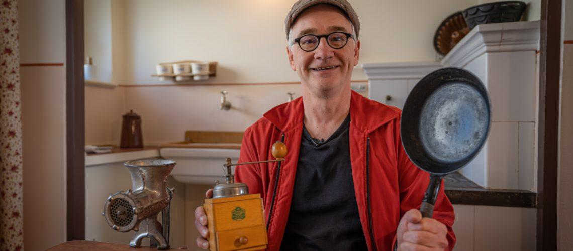 Mr. Bienert in a kitchen in the Haselhorst neighbourhood