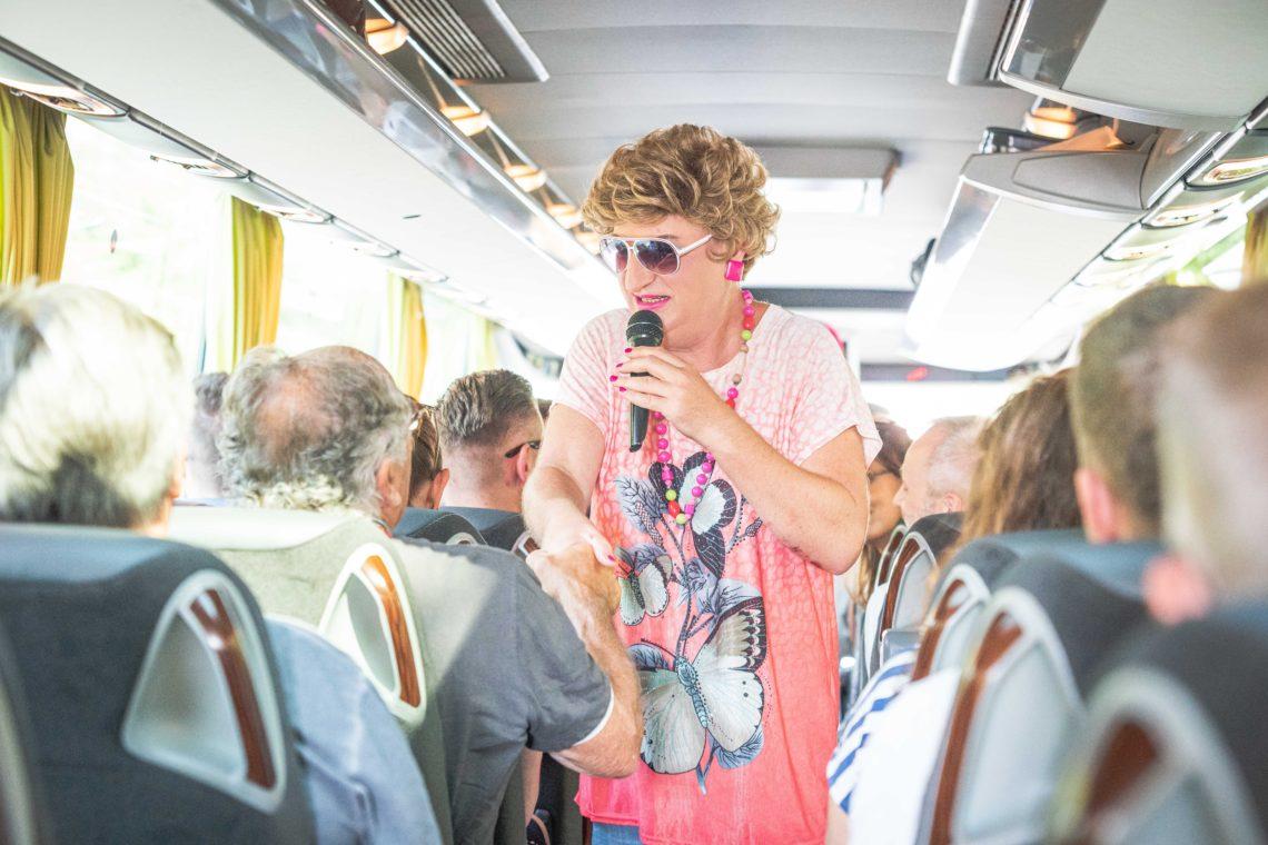 Edith Schröder im Bus zu der Vielfaltstour an der WATERKANT