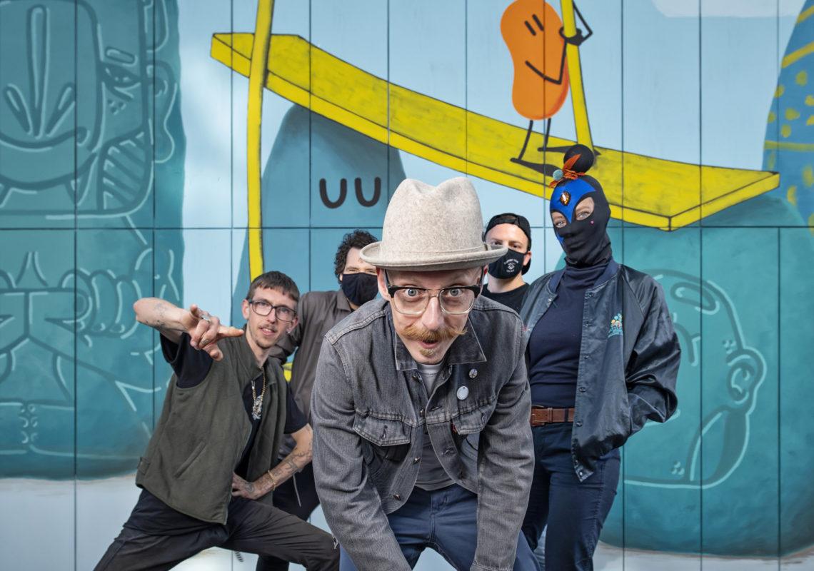 Dave the Chimp mit den Künstlern Humble Wirterz, Lunartik, Señor Schnu und Mina.