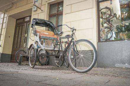 Rikscha vor dem Fahrradladen Wulf