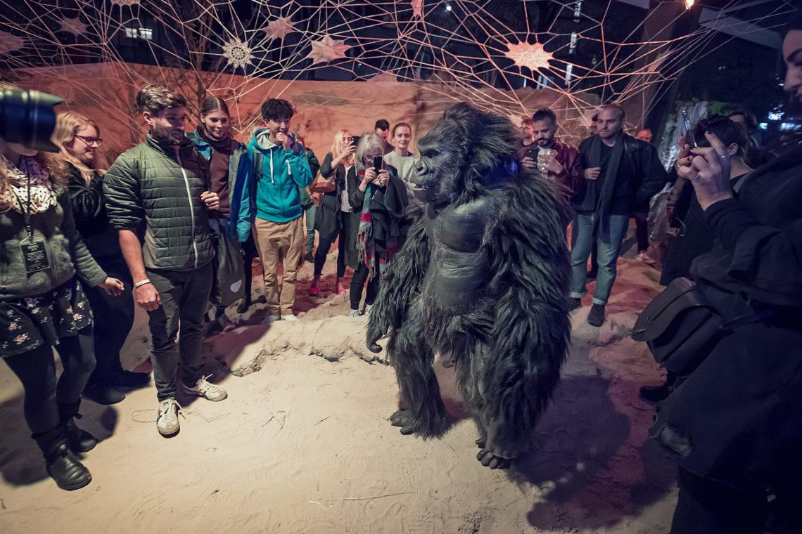 """Gorilla """"Albert"""" von Millenium FX bei der Urban Nation Biennale"""
