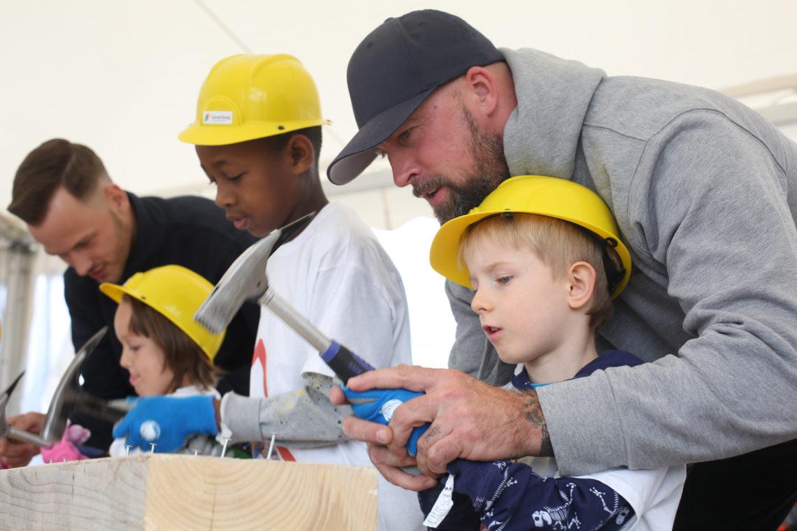 Hammer und Nagel am Tag der kleinen Bauprofis 2020