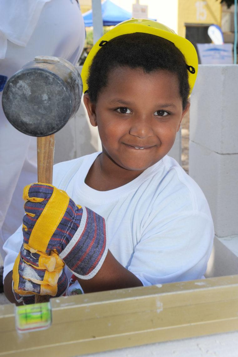 Hammerarbeiten am Tag der kleinen Bauprofis 2020 - Gewobag