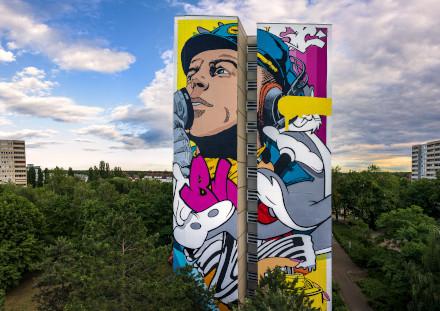 Pressebild vom Künstler Bustart bemaltes Wohnhaus in Tegel