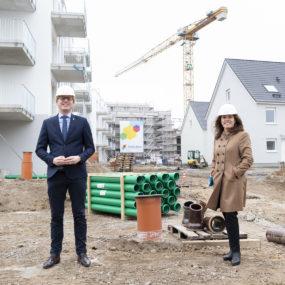 """Bezirksstadtrat und Snezana Michaelis auf Baustelle im Quartier """"Mein Falkenberg"""""""