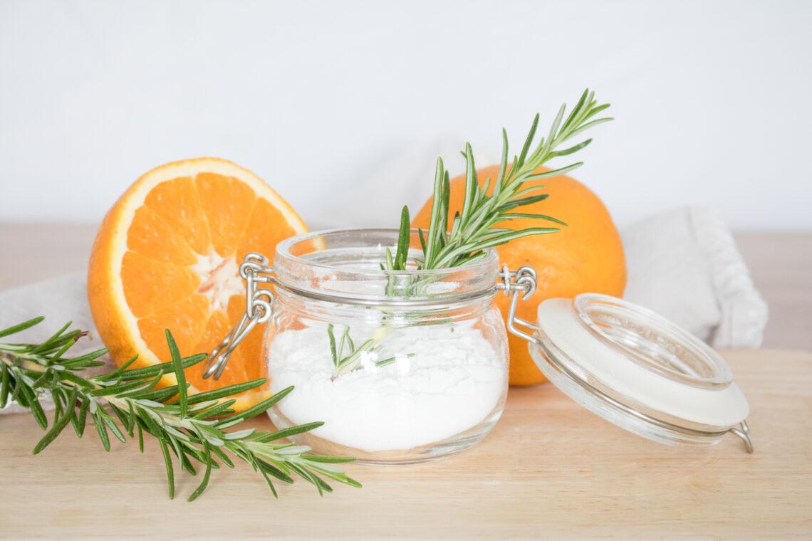 Zero Waste Reiniger einfach selbstgemacht. Mit natürlichen Zutaten und frischem Duft.